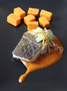 Lomo de bacalao con reducción de vino seco y boniato confitado